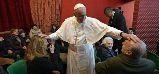 Папата ја посети римската парохија Сан Џелазио