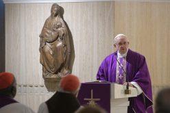Папата: Бог секогаш бара начин како да дојде до нашето срце