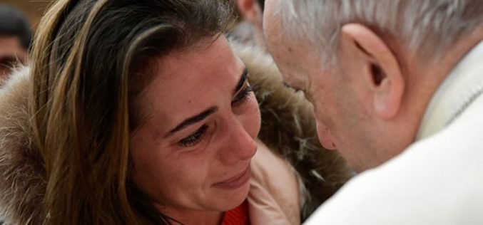 Папата Фрањо и жената, сила на љубов за светот
