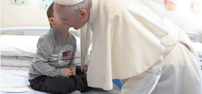 Папата го посети онколошкото одделение во Сан Џовани Ротондо