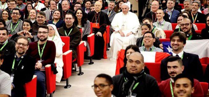 Папата одговараше на прашања на млади
