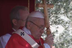 Папата: Марија оди со младите на нивниот пат на верата