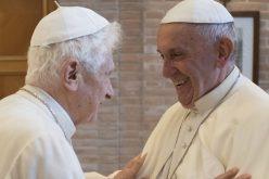 Папата се сретна со почесниот папа Бенедикт XVI