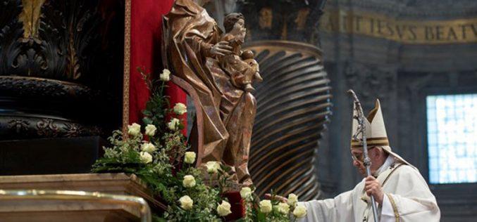 Папата на светата Миса за посвета на елеј: Бог е блиску до својот народ