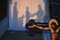 Струмица: Крстен пат за млади со игра на сенки