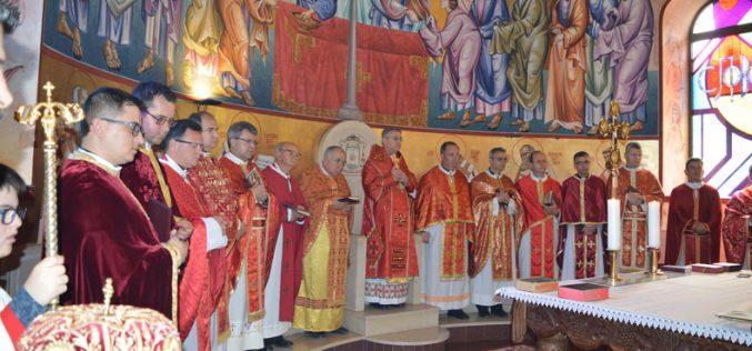 Епископот Стојанов на Велики Четврток служеше света Литургија во Струмица