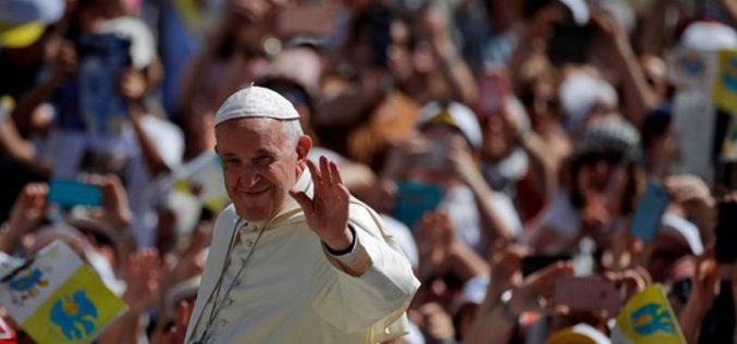 Папата: Бидете мисионери и светци