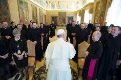 Папата до богословите: Сакајте го Бог и ближниот