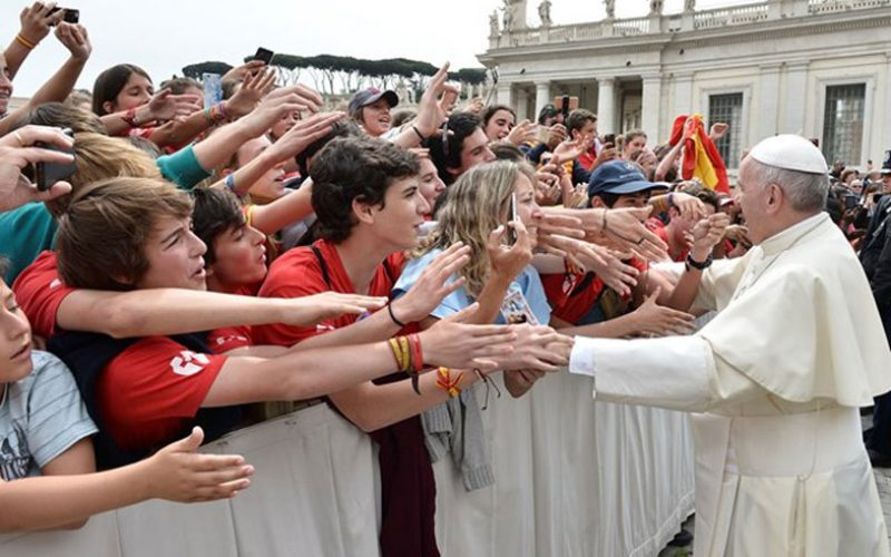 Папата: Не можеме да се присоединиме на Исус поставувајќи услови