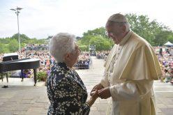 Папата го посети Лопијано