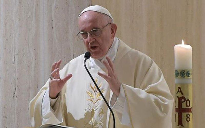 Папата упати порака до италијанскиот весник Ла Стампа