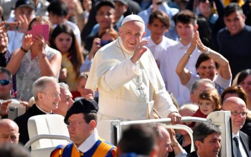 Папата: Нека крштелната благодат донесе плод во вашиот живот