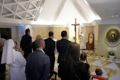 Папата: Пастирот љуби, пасе, се подготвува за крст