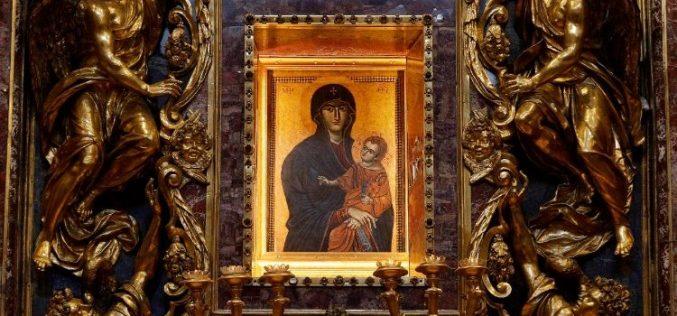 Папата: Марија нѐ учи на патот на светоста