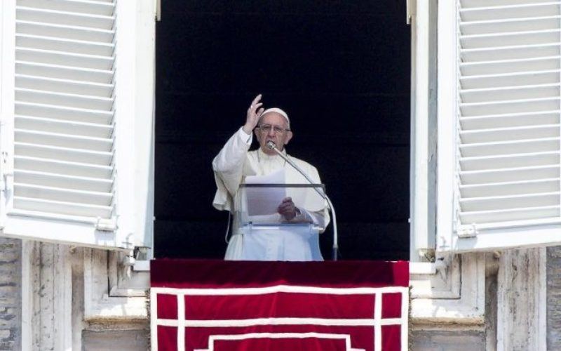 Папата: Сите сме повикани на светост