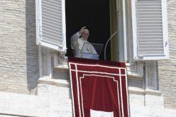 Папата Фрањо ги објави имињата на 14 нови кардинали