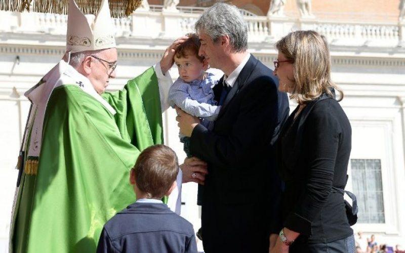 Папата одреди потполн опрост по повод Светската средба на семејства во Даблин