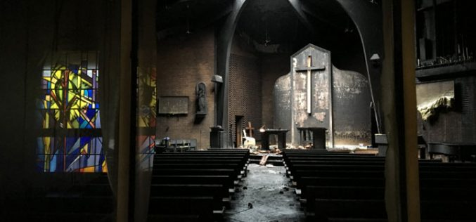 Пожарникарите од изгорената капела ја спасија Дарохранителницата