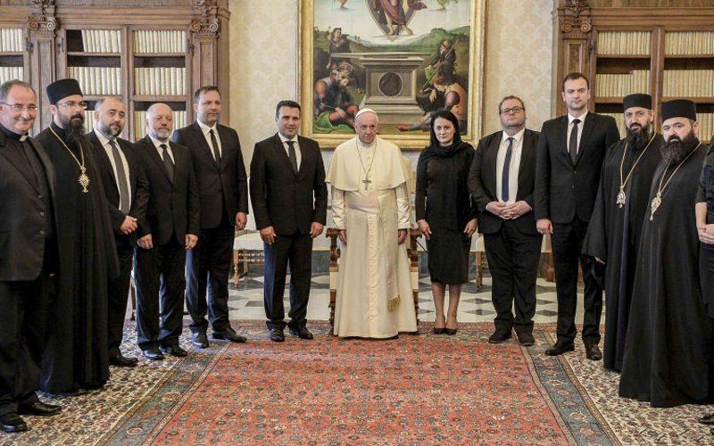 Папата Фрањо го прими во аудиенција премиерот Заев