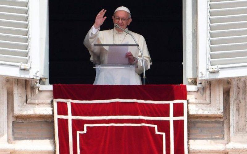 Папата на Ангел Господов: Христијанинот не е изолирана личност