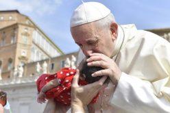 Папата: Да дозволиме да нѐ обликува Светиот Дух