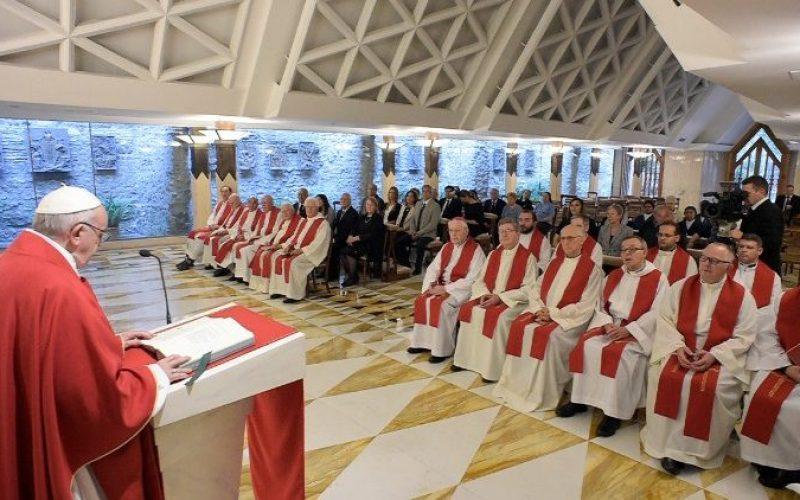 Папата: Сатаната стои зад секој прогон