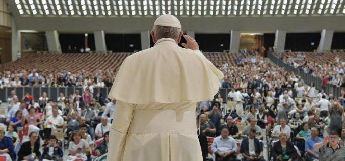 Папата: Животот е дар кој треба да се штити од зачнувањето до природниот завршеток