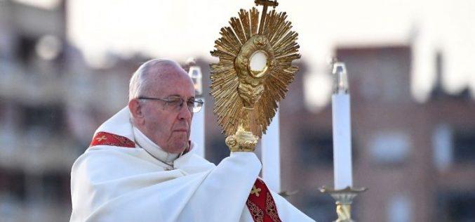 Папата: Исус сака да ги сруши ѕидовите на рамнодушноста