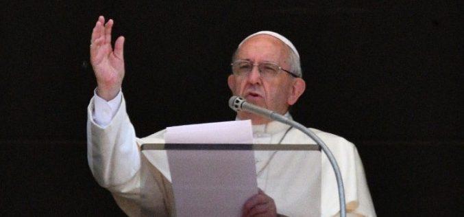 Папата: Зависта води до лажни обвинувања