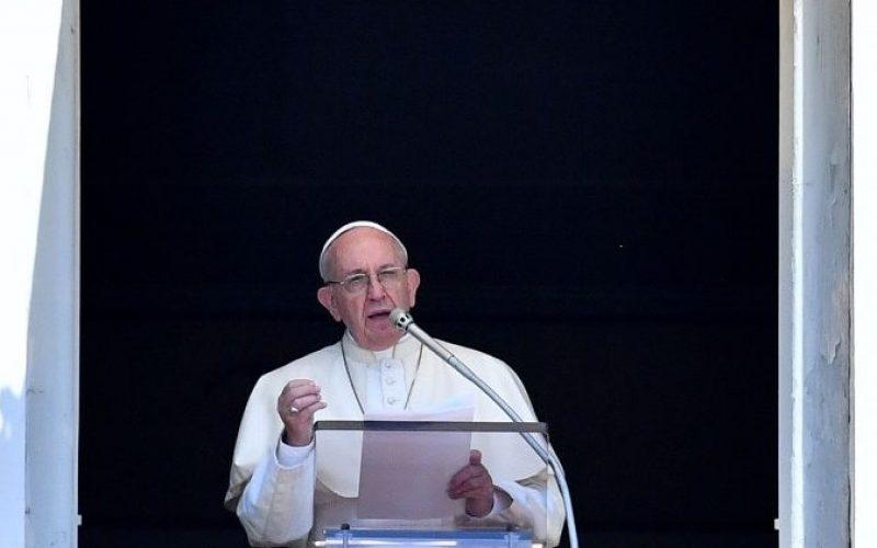 Папата Фрањо на Ангел Господов: Нашиот Бог е полн со изненадувања