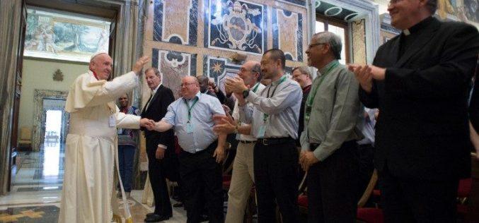 Папата Фрањо до Вербитите: Слушнете го повикот за леб и праведност