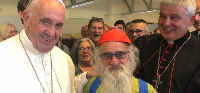 Папата на вечера со сиромашните во чест на кардинал Крајевски