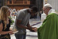 Папата Фрањо служеше света Литургија за мигранти и бегалци