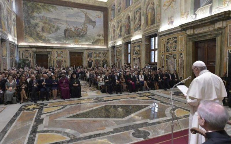 Папата за климатската криза: Продолжете со работата за радикална промена