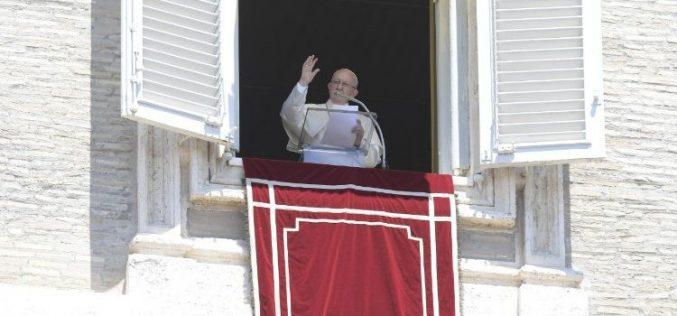 Папата: Многу христијани живеат како да не постои Христос