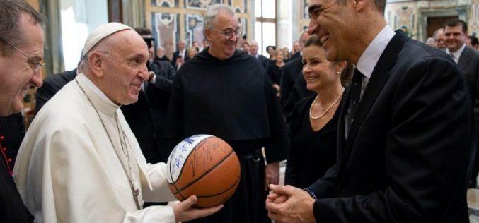 Папата: Со спортот нека се гради културата на средба