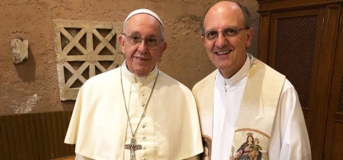 Папата ги изненади младенците и ја предводеше светата Тајна Венчание