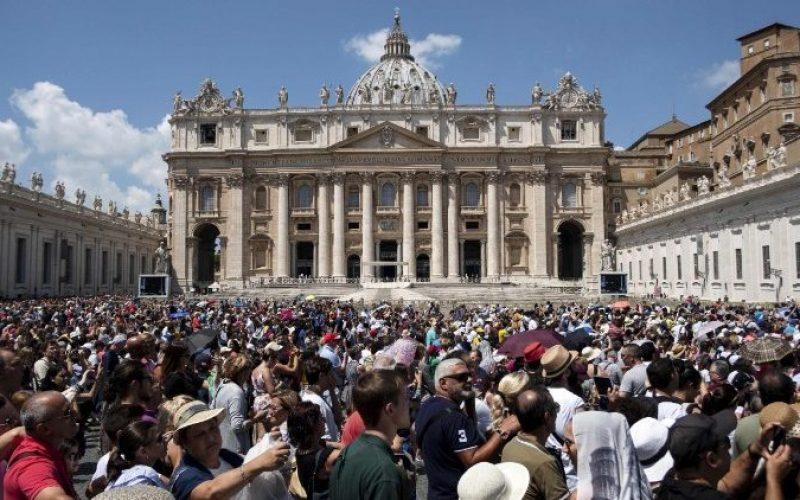 Папата Фрањо упати апел за мигрантите