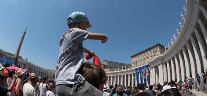 Папата упати апел против трговијата на луѓе