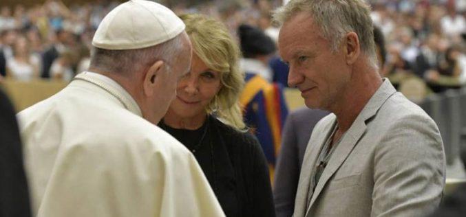 Пејачот Стинг се сретна со папата Фрањо
