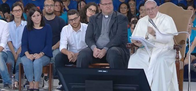 Папата до младите Италијанци: Надежта ја надминува бедата, угнетувањето