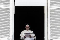 Папата: Марија нѐ потсетува дека сме повикани да Му служиме на Бог со целото битие