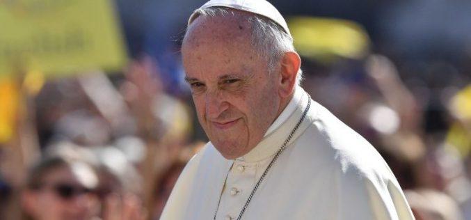 Папата: Да се грижиме за семејството, затоа што од него зависи нашата иднина