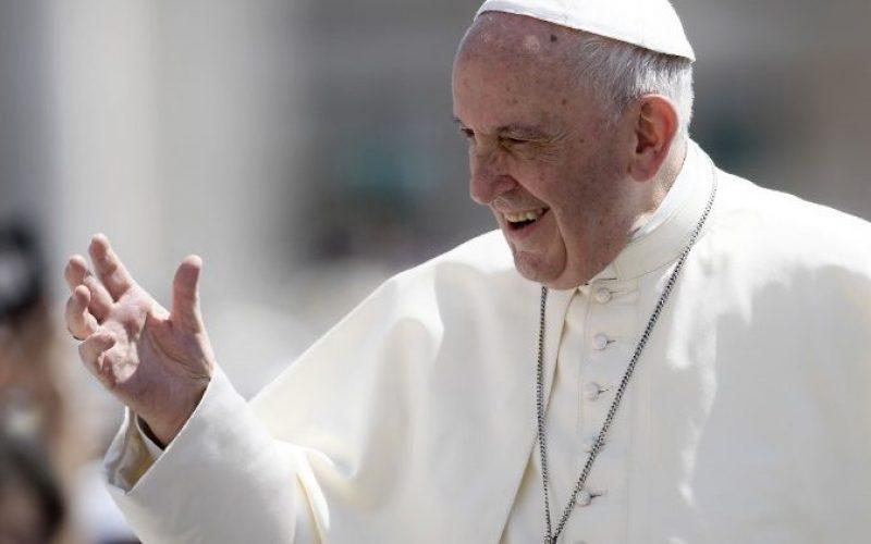 Твитер порака на Папата: Семејството е Божја икона