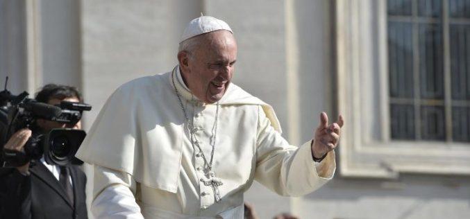 Папата: Водата треба да е достапна до сите