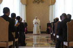 Папата: Незаузданиот релативизам го загрозува христијанството