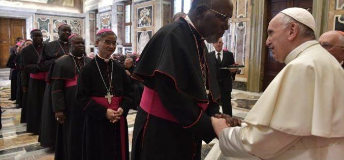 Папата до епископите: Бидете татковци