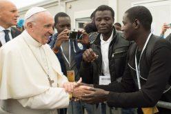 Папата: Мигрантите мора да ги почитуваат законите на земјата која ги прифаќа