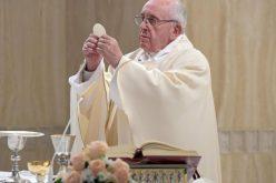 Папата: Новоста на Евангелието не дозволува двоен живот