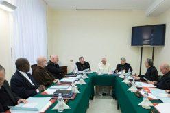 Советот на кардинали изрази солидарност со папата Фрањо